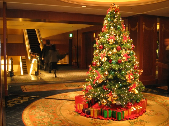Christmas tree Christmas decorations: Make your house stand out Christmas decorations: Make your house stand out Christmas Tree Decorations Lights HD Wallpaper
