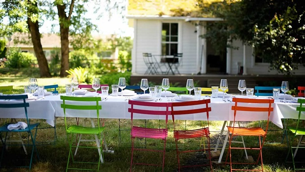 Outdoor-Furniture-for-Summer-Dinner-Party-by-Jessica-Helgerson-Interior-Design-Portland