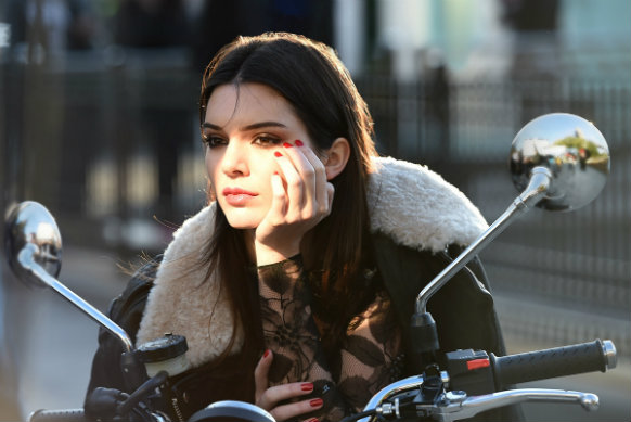 Kendall Jenner Taking Over NYFW Kendall Jenner Taking Over NYFW 1416065483 estee lauder signs kendall jenner 2