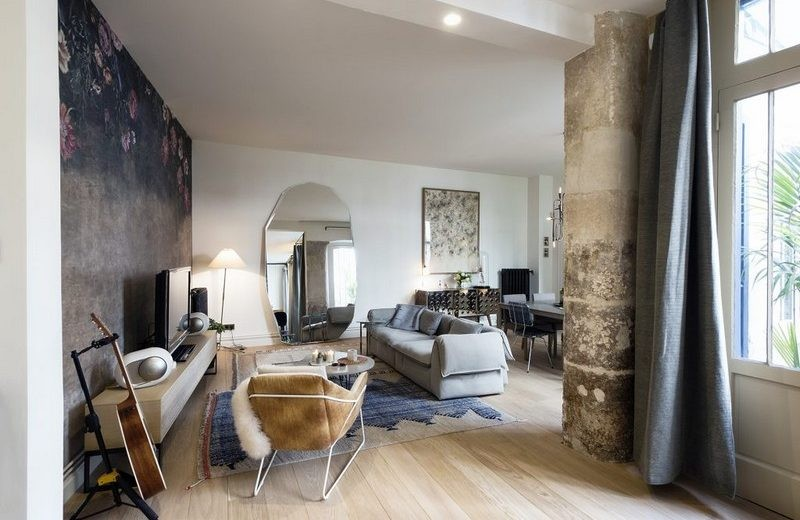 Check this Awesome Parisian Modern Home Makeover By Studio 10surdix ➤ To see more news about the Interior Design Magazines in the world visit us at www.interiordesignmagazines.eu #interiordesignmagazines #bestdesignevents #designevents #maisonetobjet #maisonetobjetparis #maisonetobjetparis2017 @imagazines