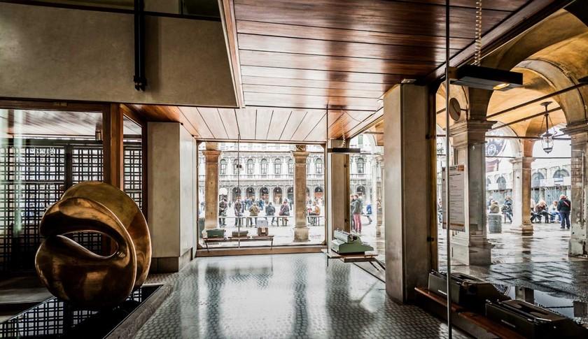 Top 3 Amazing Design Showrooms in Venice design showroom Top 3 Amazing Design Showrooms in Venice Olivetti Showroom Venice Carlo Scarpa Yellowtrace 10