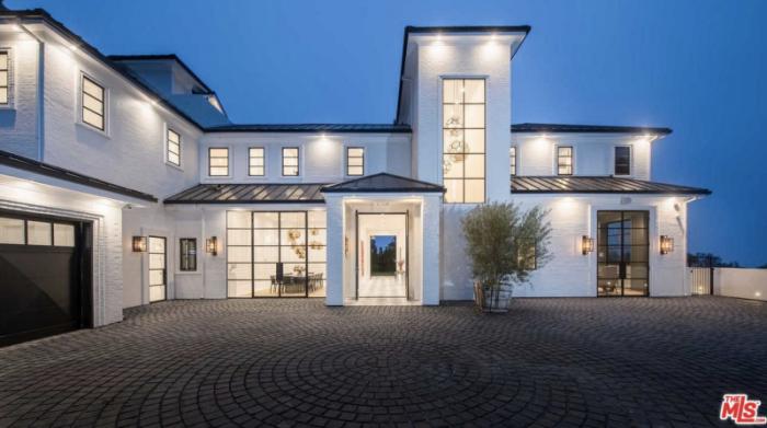 lebron james Explore LeBron James' New LA Mansion explore lebron james new beverly hills mansion 1