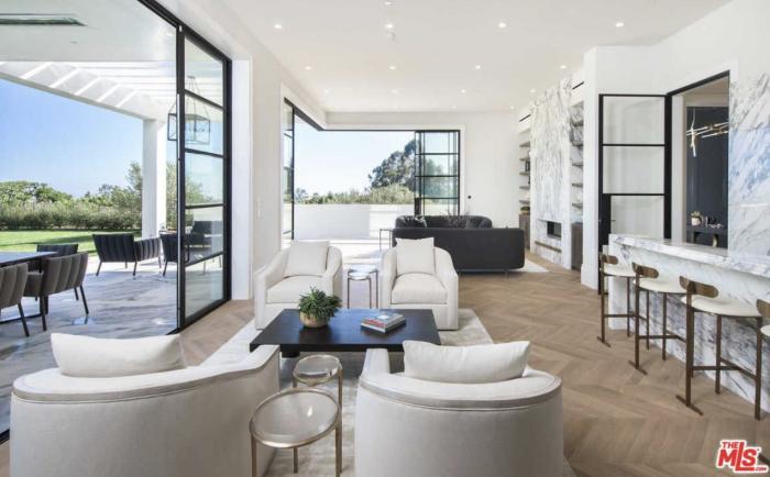 lebron james Explore LeBron James' New LA Mansion explore lebron james new beverly hills mansion 6