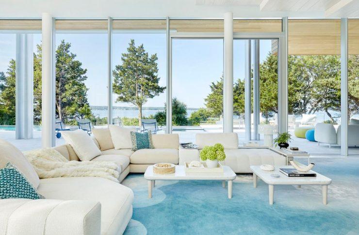 Explore Daun Curry's Mesmerizing Hamptons Glass Mansion