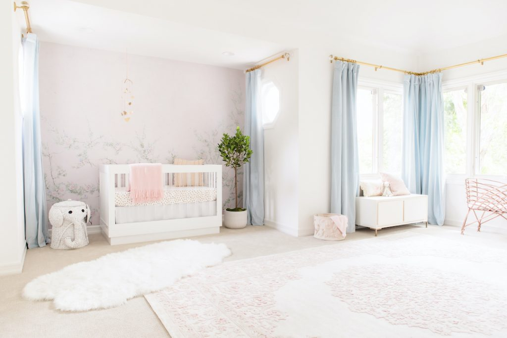 Little Crown Interiors: An Exclusive Interview With Naomi Alon little crown interiors Little Crown Interiors: An Exclusive Interview With Naomi Alon floral girl nursery 1024x683 1